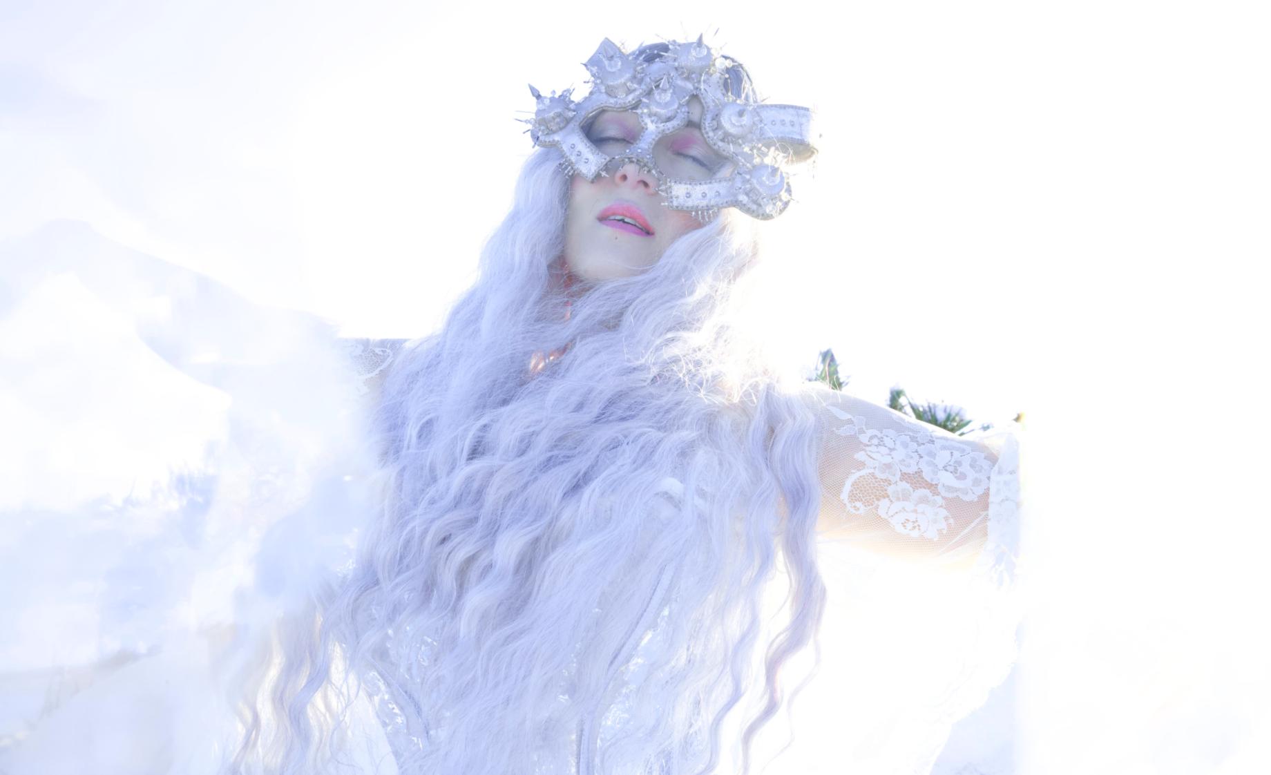 Elisabeth Elektra: 'Feeding Demons'